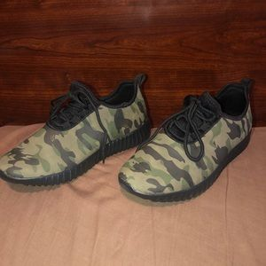 Sz. 6 camouflage sneakers shoes NIB